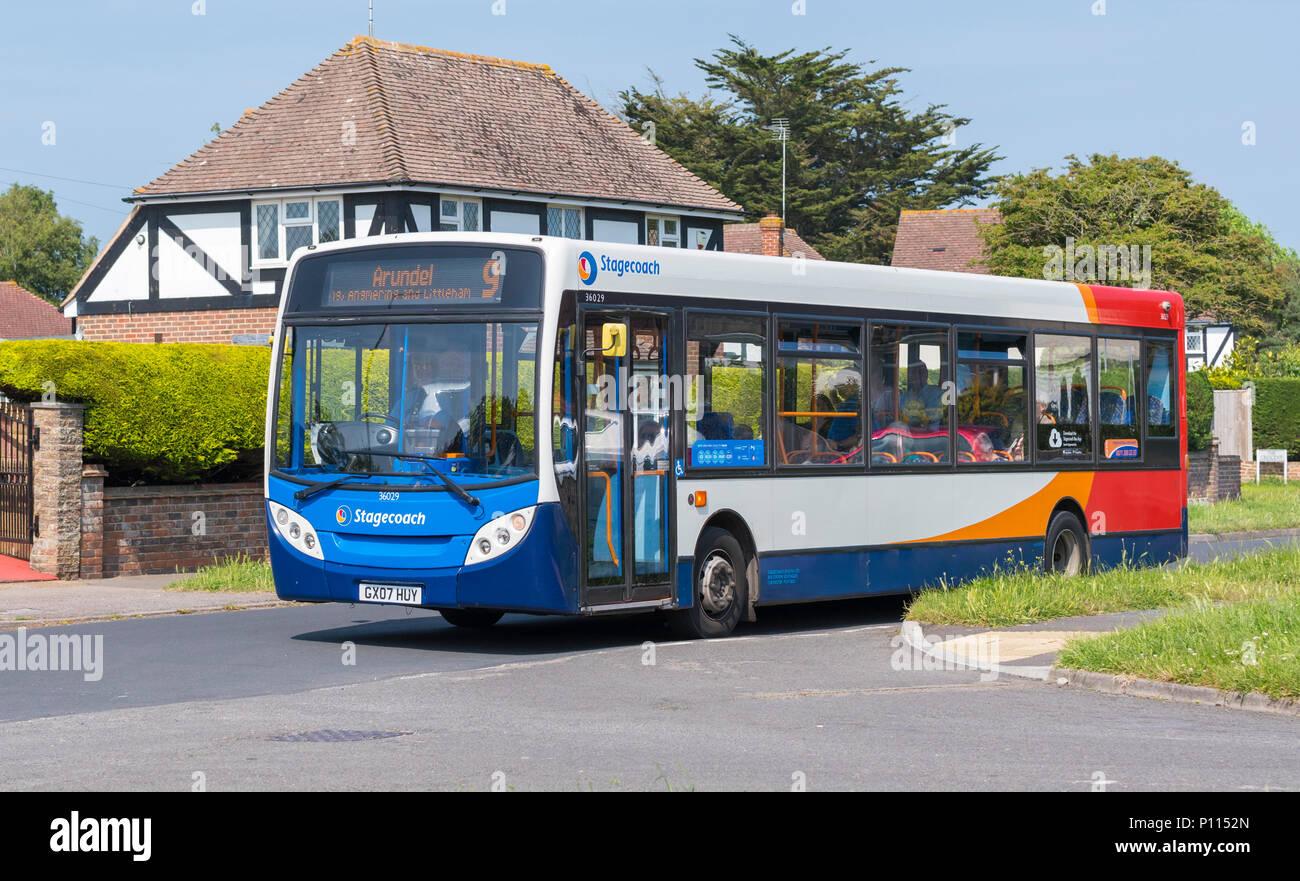 Nummer 9 Stagecoach Single Deck Bus in einem Wohngebiet in Littlehampton, West Sussex, England, UK. Stockfoto