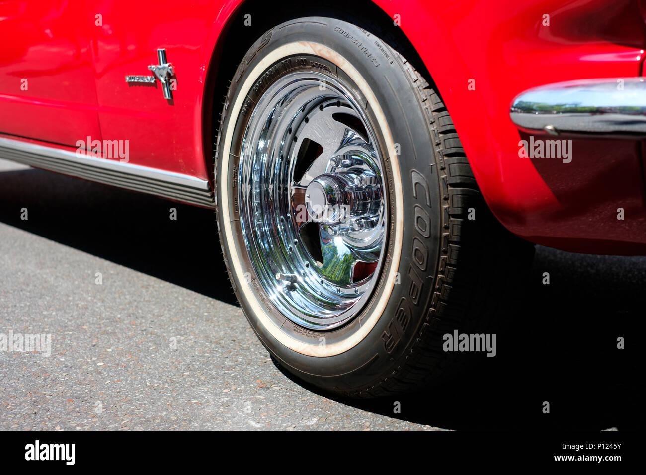 Berlin, Deutschland - Juni 09, 2018: Felge/Reifen Nahaufnahme des klassischen Reed oldtimer Ford Mustang Auto Stockbild
