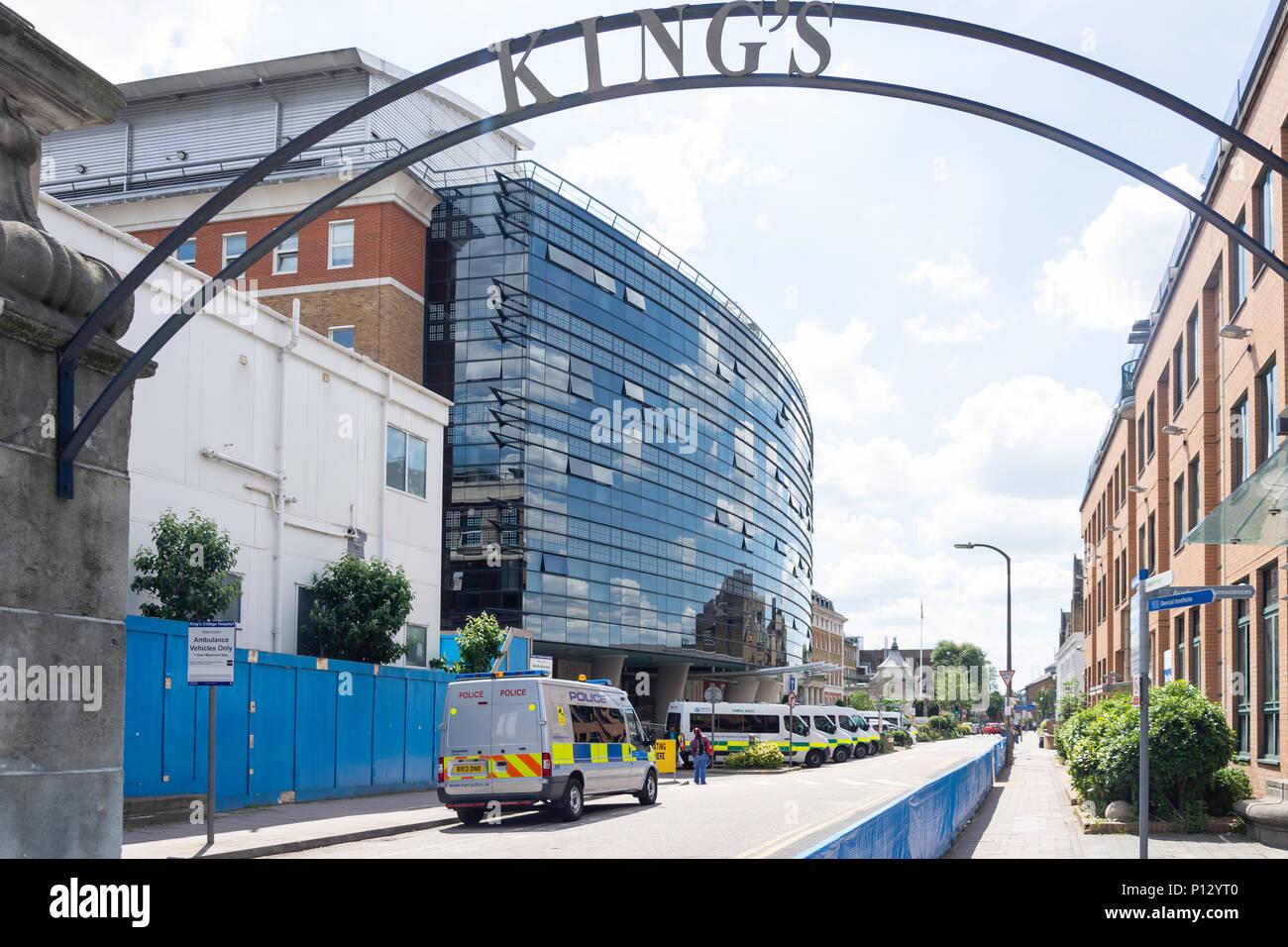 Eingang von King's College Hospital, Dänemark Hill, Camberwell, Londoner Stadtteil Southwark, Greater London, England, Vereinigtes Königreich Stockbild