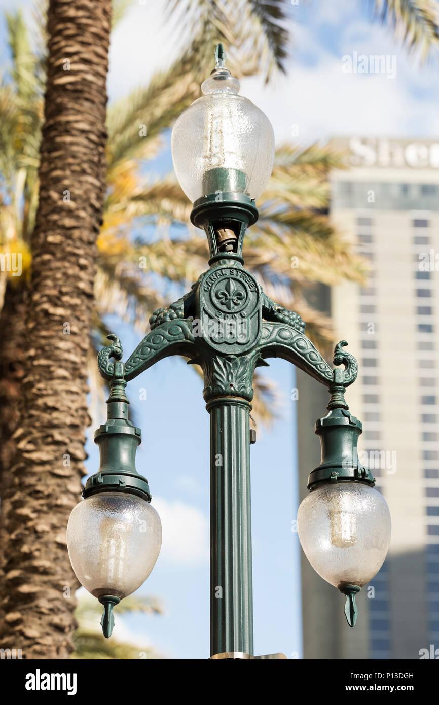 Eine Historische Lamp Post Auf Der Canal Street In New Orleans