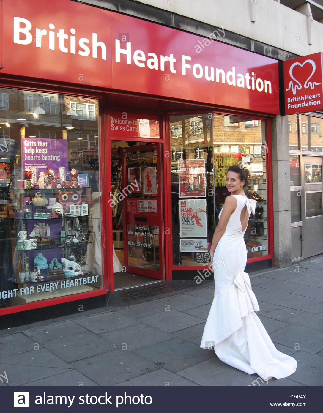 BHF Shop erhält Spende von 30 brandneue Designer Brautkleider. Die ...