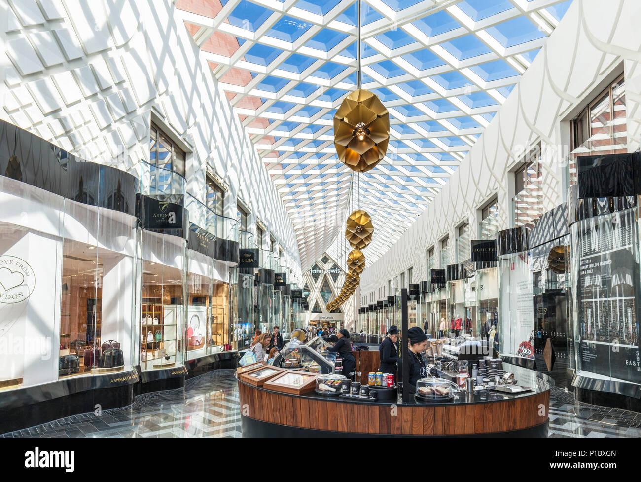 2de5870c6f Yorkshire England Leeds Leeds yorkshire Victoria Shopping Center  viktorianischen Arkaden Fashion Designer Shops High-End-Department Store  Leeds England ...
