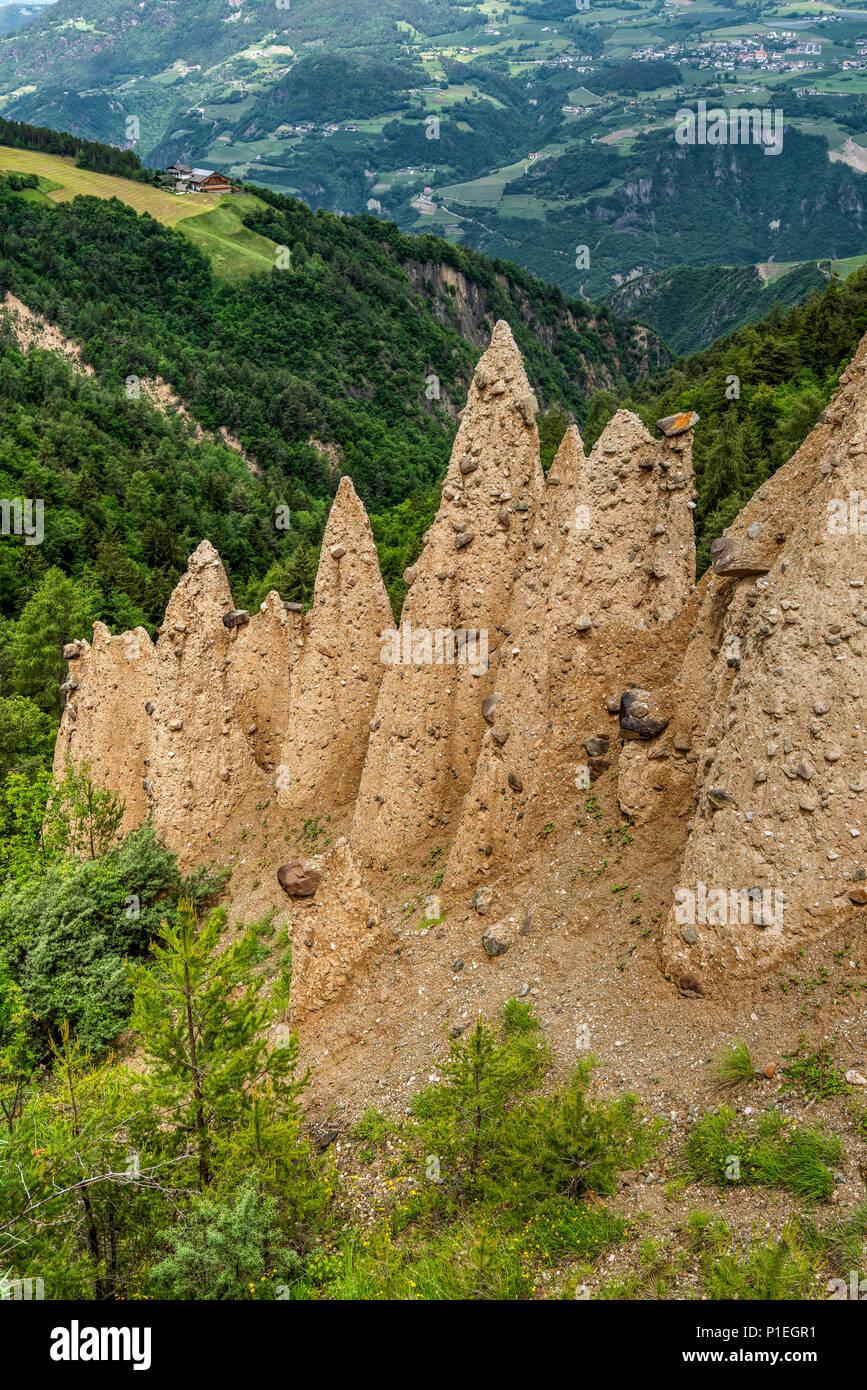 Erdpyramiden, Karneid-steinegg - Steinegg, Trentino Alto Adige - Südtirol, Italien Stockbild