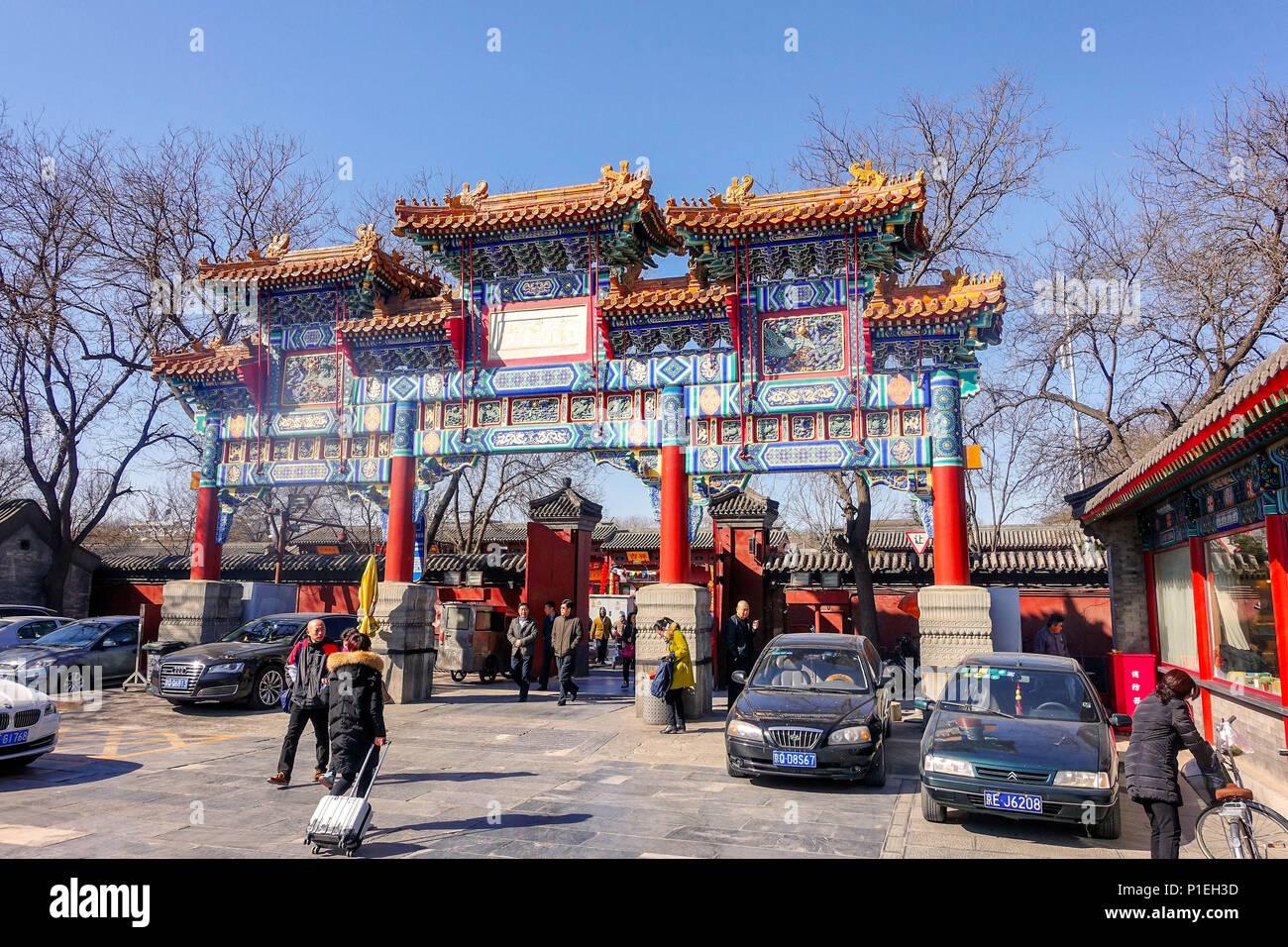 Peking, China - MÄRZ 10, 2016: Touristen und Pilger an der Yonghegong Lamatempel in Peking, China. Stockfoto