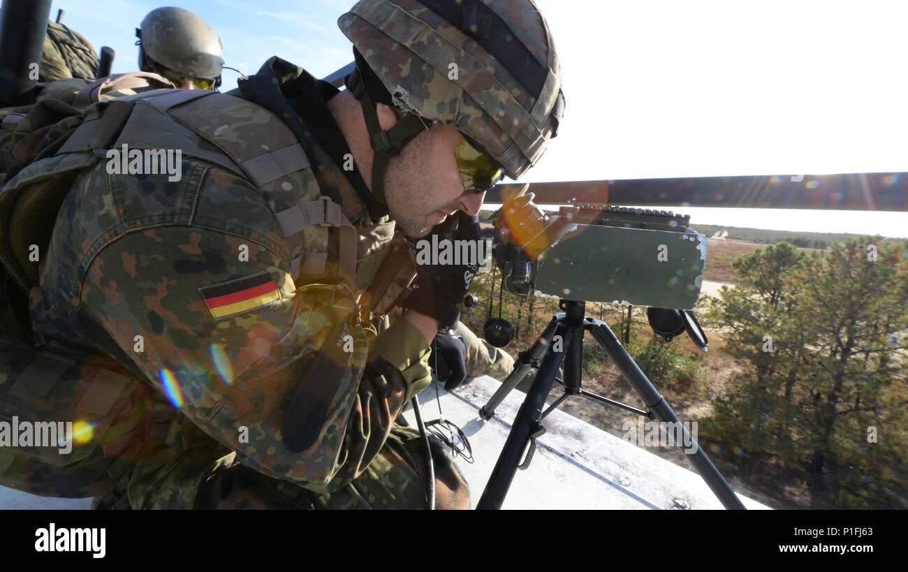Laser Entfernungsmesser Bundeswehr : Laser designator stockfotos bilder alamy