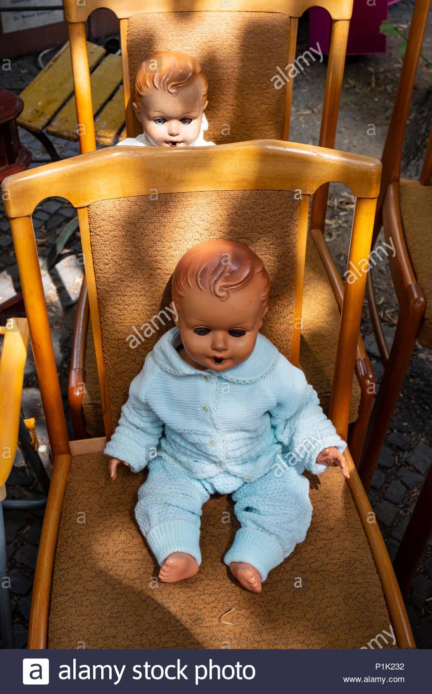 Möbel am Wochenende Flohmarkt im Boxhagener Platz in Friedrichshain ...