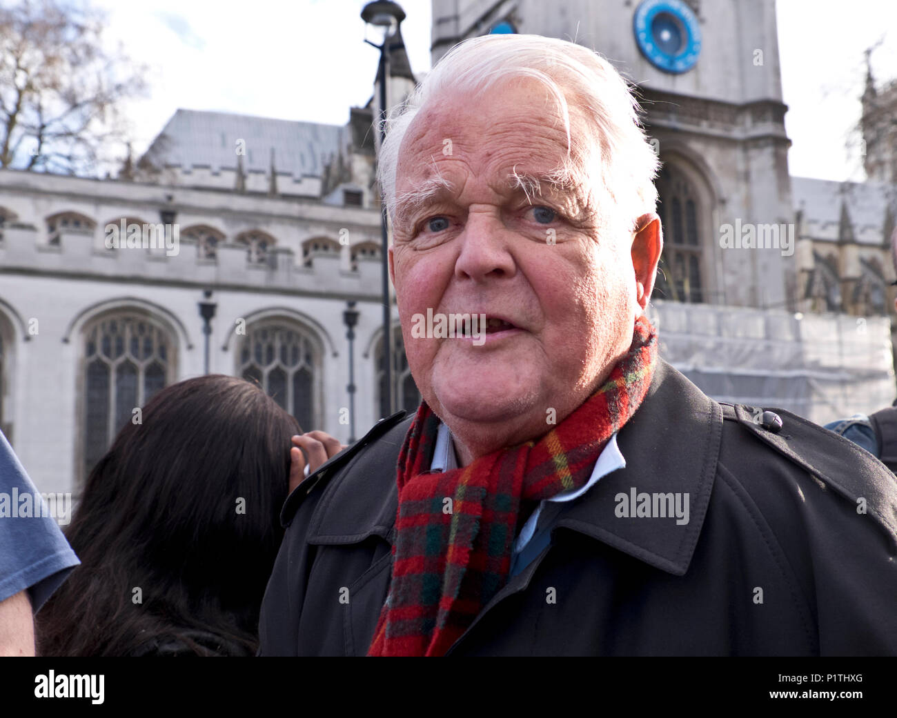 Bruce Kent, Protest durch die Londoner fragt nach einem Stopp der Bombenangriffe in Syrien 29. April 2018 Stockbild