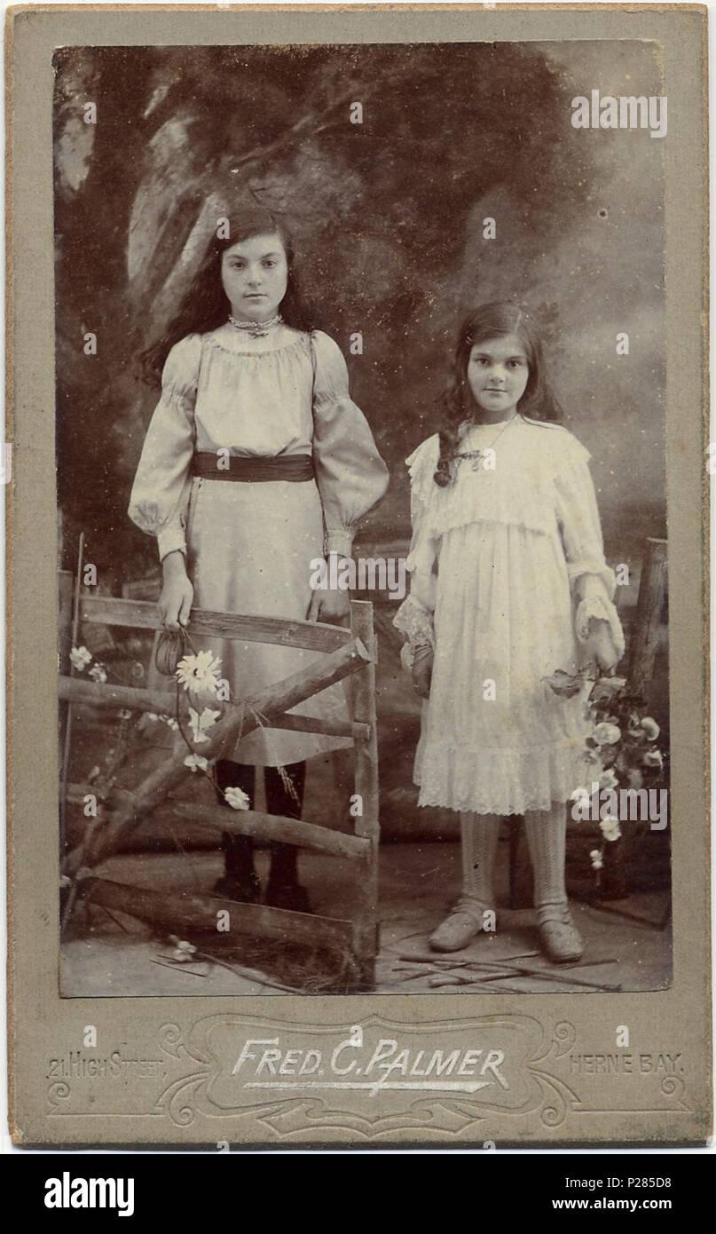 Carte De Visite Foto Von Zwei Madchen In Herne Bay Kent England Die Adresse Des Fotografen 21 High Street Termine Um Das Zu 1903 1905