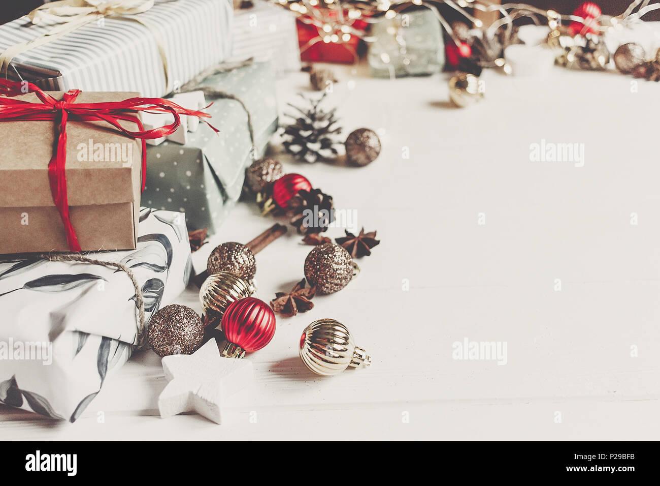Verpackt vorhanden Boxen mit Ornamenten Tannenzapfen Anis und ...