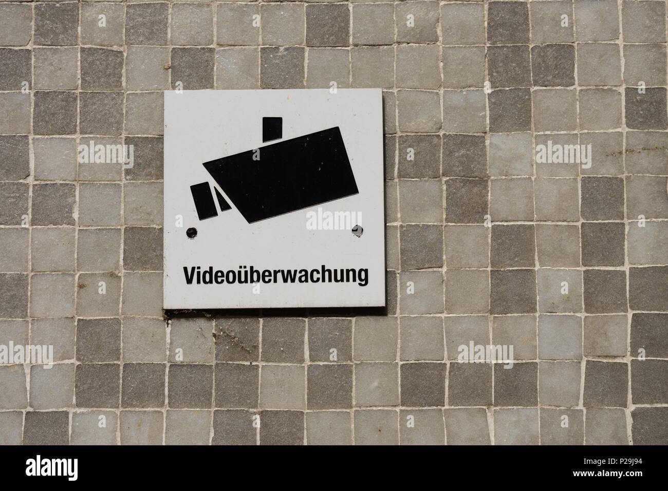 Videoüberwachung videoueberwachung schild Zauberstab Anmelden English Deutsch Stockbild