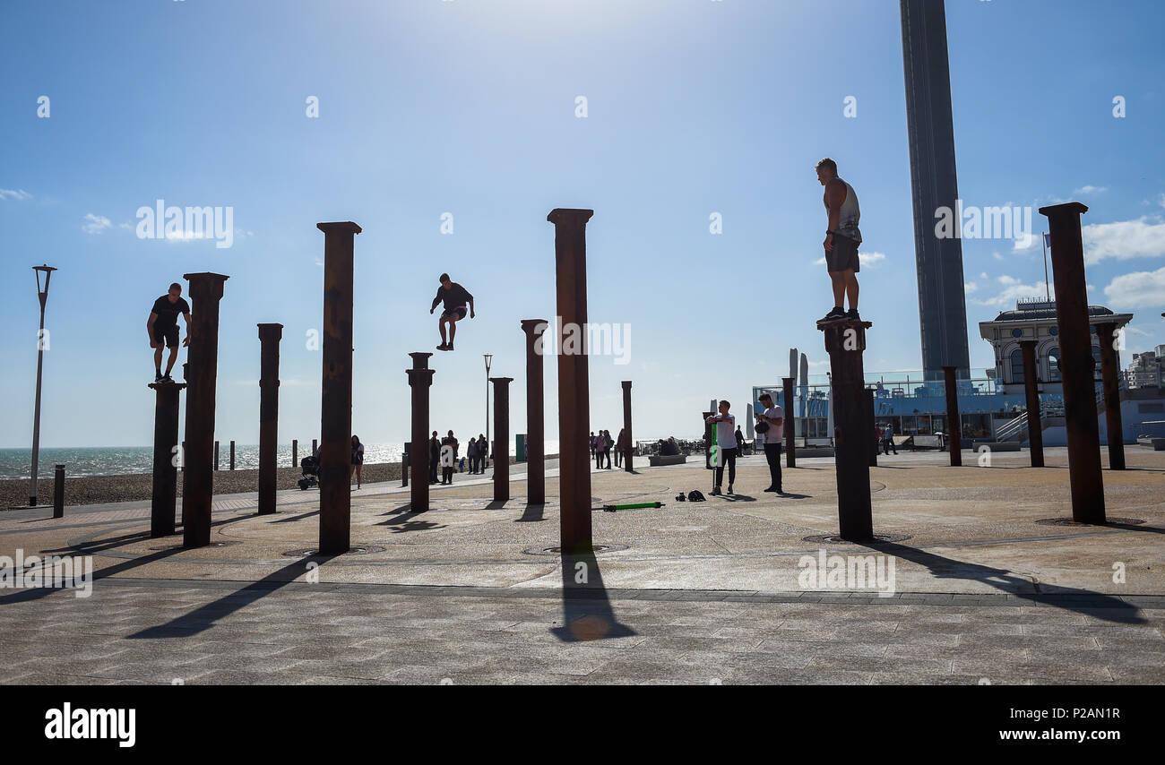 Jump Installation Stockfotos & Jump Installation Bilder - Alamy