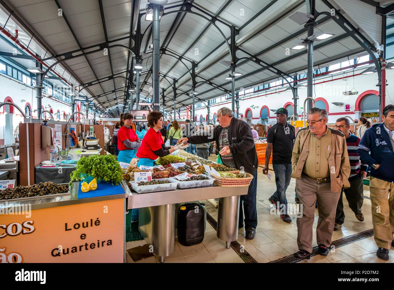 Fischmarkt in der Markthalle, Loulé, Algarve, Portugal Stockbild