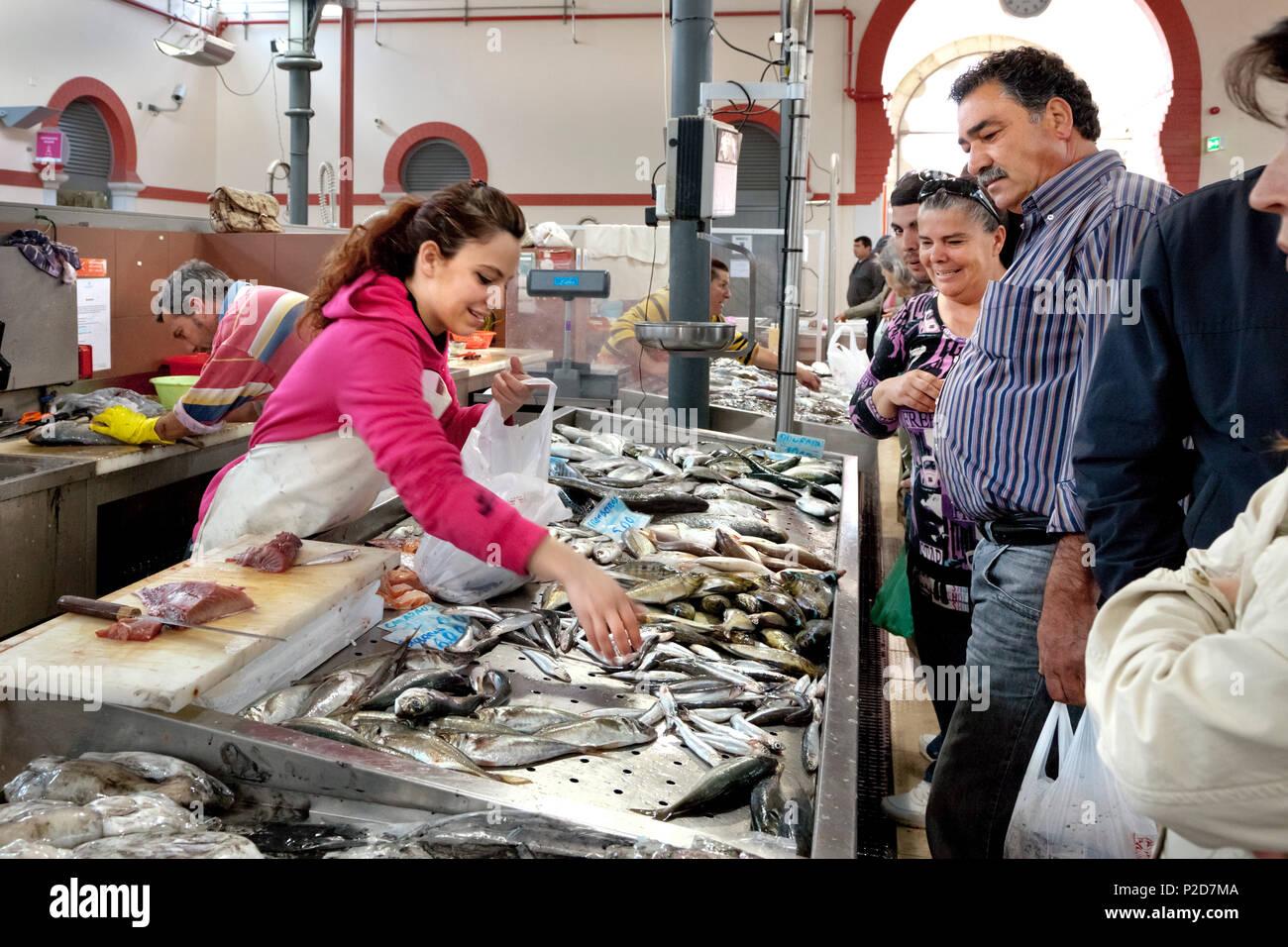 Fischmarkt in Halle, Loulé, Algarve, Portugal Stockbild