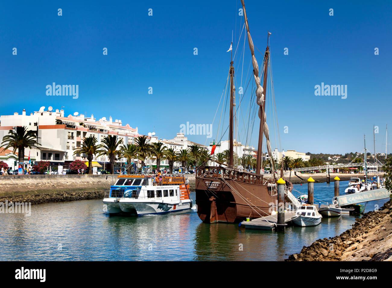 Ausflugsschiff für Dolphin Watching, Lagos, Algarve, Portugal Stockbild