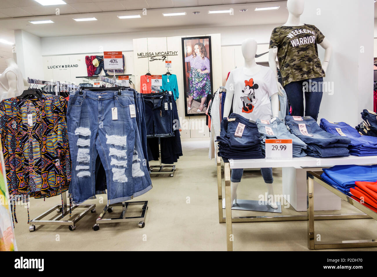 Florida Jensen Beach Macy Kaufhaus innen shopping Frauen plus die Größe- kleidung Casual Wear Lucky e1baddbf1b