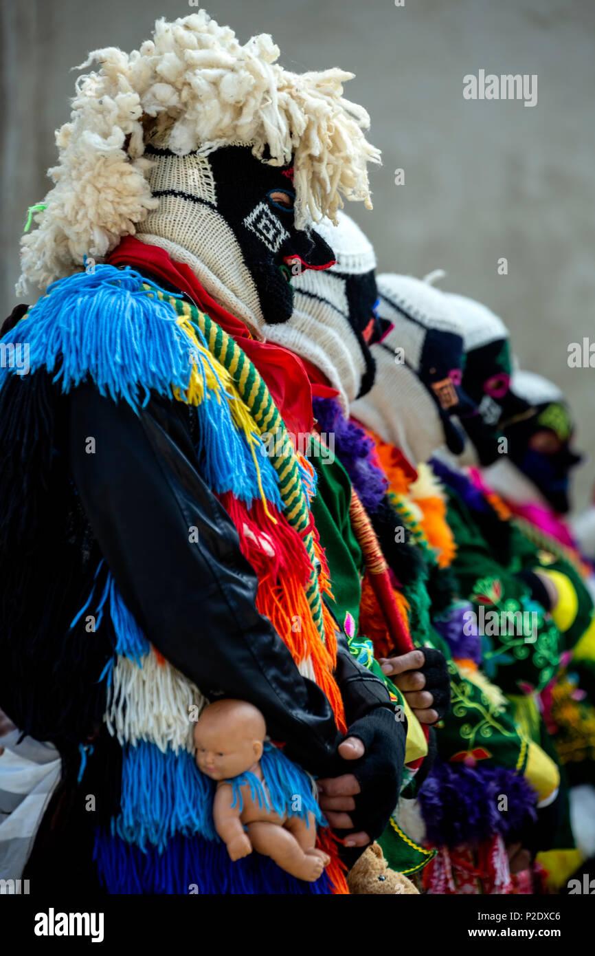 Bunte Zeichen, Fiesta del Señor de Choquechilca (fest des Herrn Choquechilca), Ollantaytambo, Cusco, Peru Stockbild