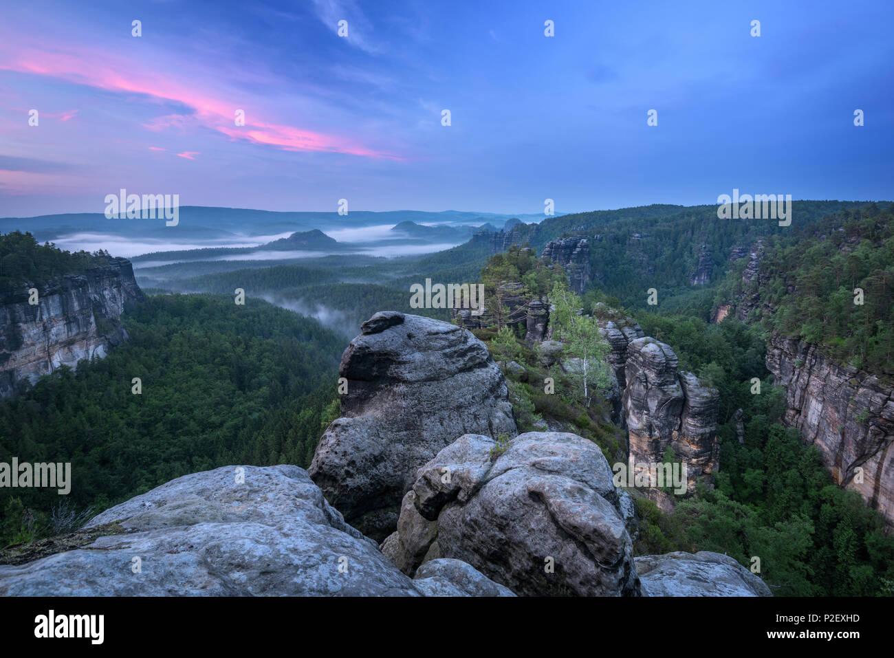 Blaue Stunde, Sonnenuntergang, Heringstein, Aussicht, Sächsische Schweiz, Elbsandsteingebirge, Deutschland, Europa, Sachsen, Steine, Felsen, Schlucht, Stockbild