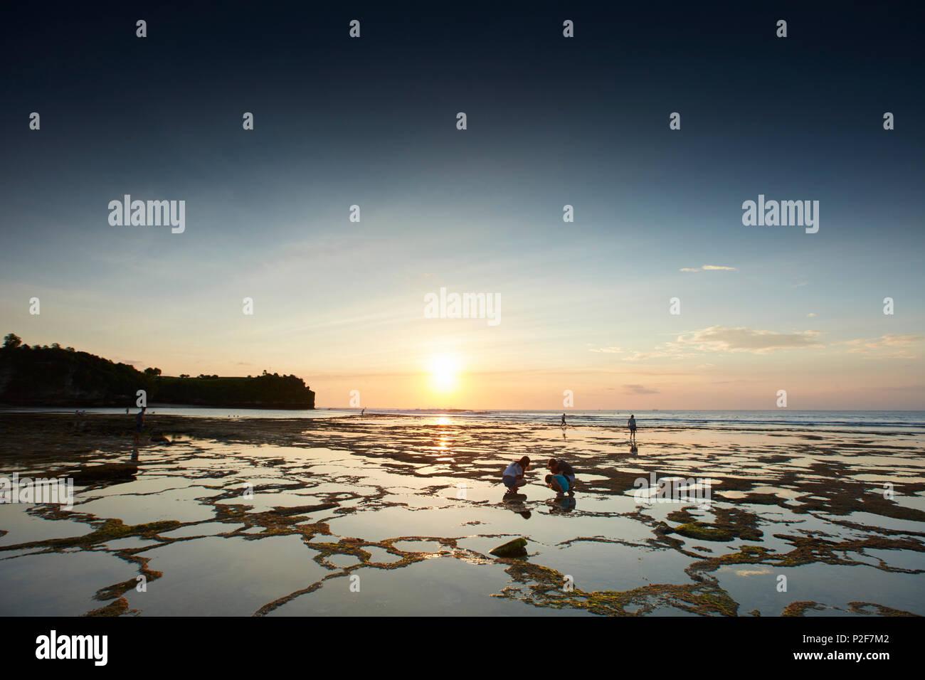 Strand bei Ebbe, Balangan, Bali, Indonesien Stockbild