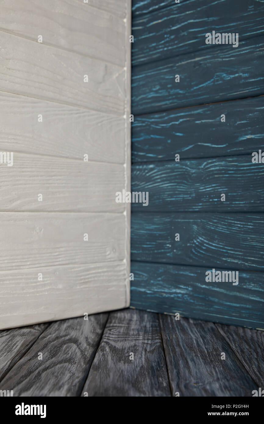 Grauen Holzboden Und Farbige Holzerne Wande Stockfoto Bild