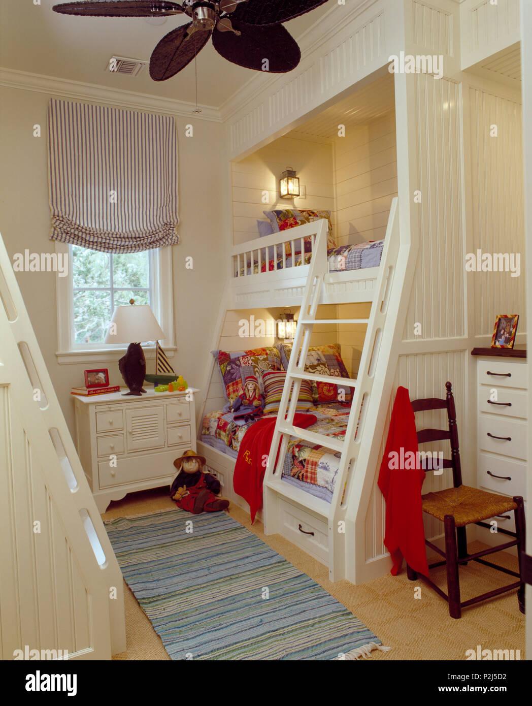 Malte Schritte bis Betten im Kinderzimmer mit blind auf ...