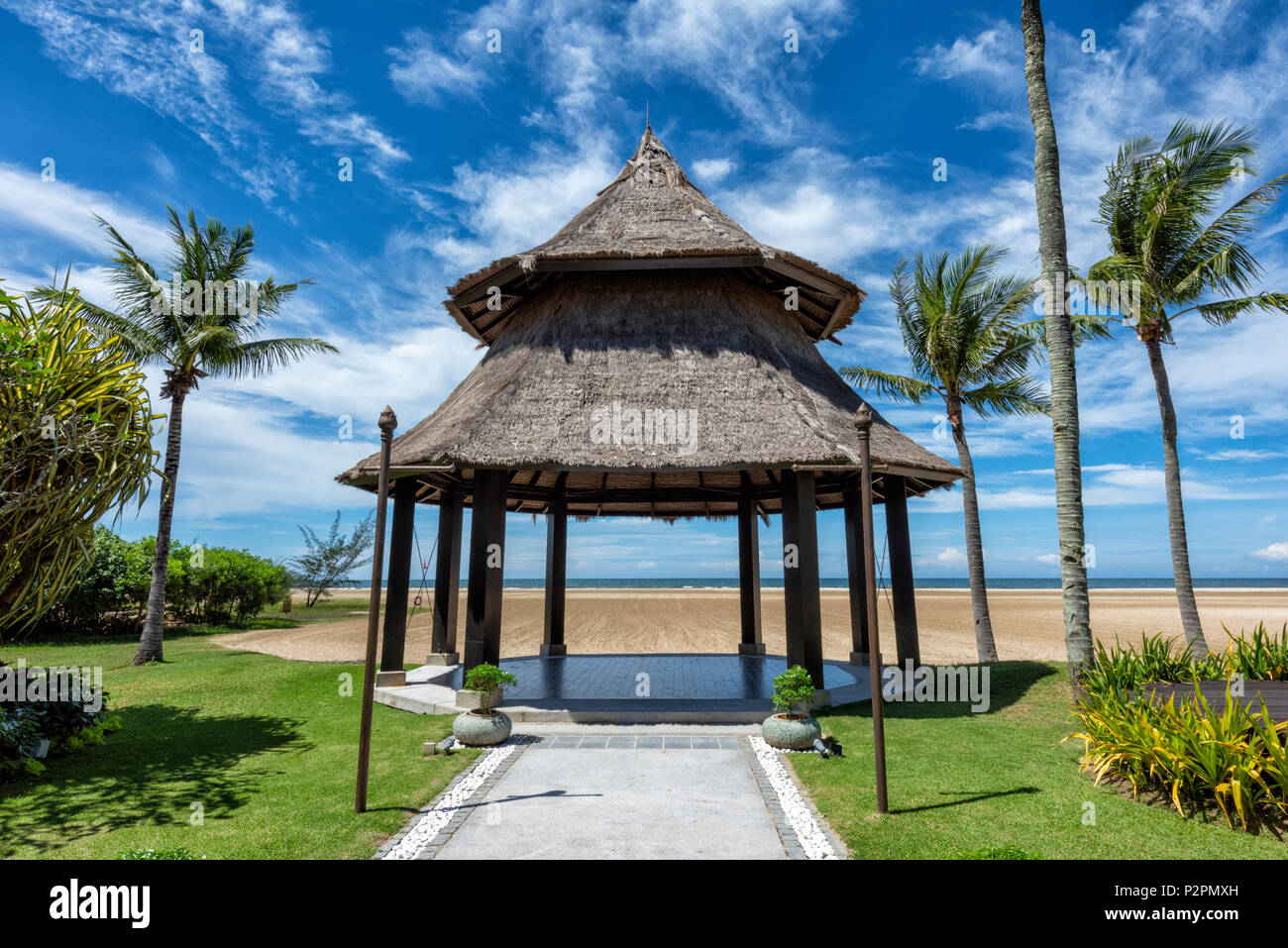 Pavillon im Boden der Shangri La Rasa Ria Hotel Kota Kinabalu, Borneo, Malaysia Stockbild