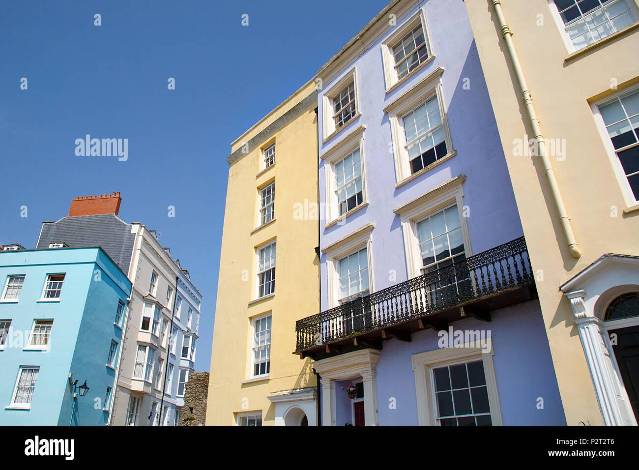 Tenby, Großbritannien: 10. Juni 2018: Tenby ist eine Hafenstadt und Resort im Südwesten von Wales für seine wunderschön bemalten im Georgianischen Stil erbaute Häuser und Hotels bekannt. Stockbild