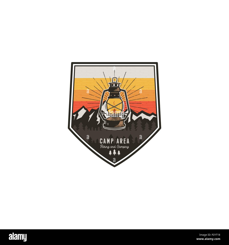 Camping Und Wandern Vintage Abzeichen Mountain Explorer Label Outdoor Adventure Logo Design Mit Laterne Reise Und Hippie Vintage Abzeichen Camping In Der Wildnis Emblem Lieferbar Patch Stockfotografie Alamy