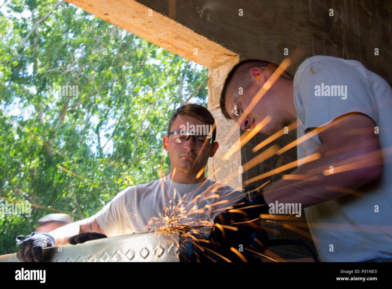 Charmant Framing Mit Metallbolzen Zeitgenössisch ...