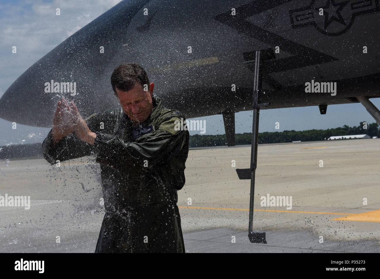U S Air Force Member From Stockfotos & U S Air Force Member From ...