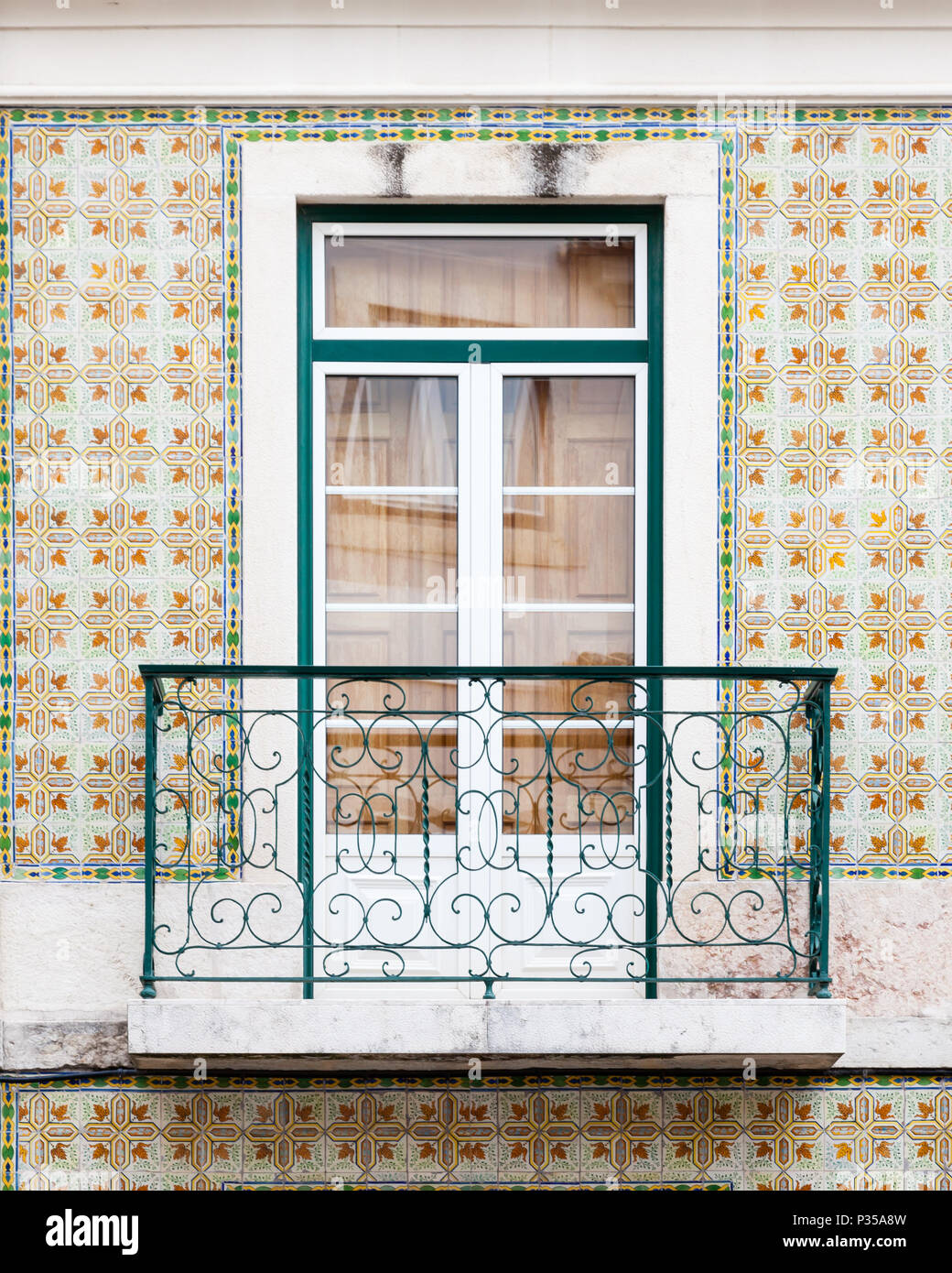 Ein Typisches Mosaik Fliesen Wand Und Balkon In Lissabon Portugal - Mosaik fliesen für balkon