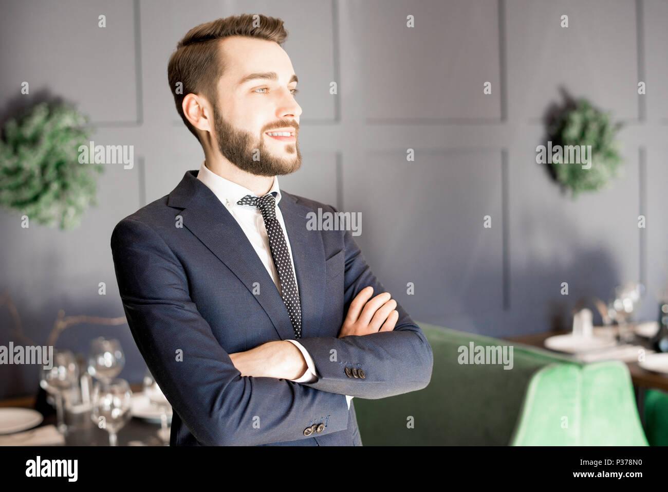 Fröhliche ehrgeizige Restaurant Eigentümer Stockbild