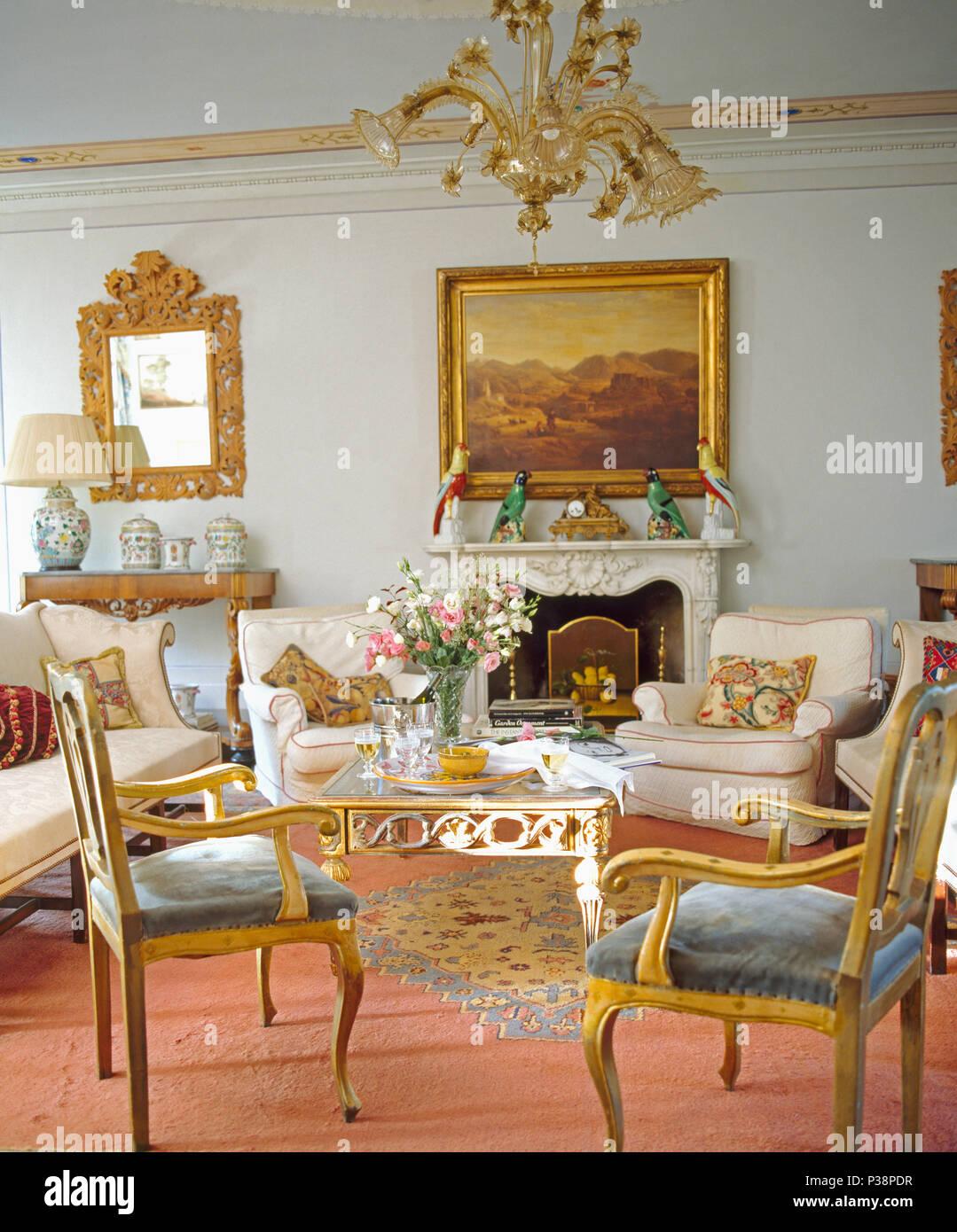 Grosses Bild Oben Im Toskanischen Kamin Salon Mit Goldgerahmten