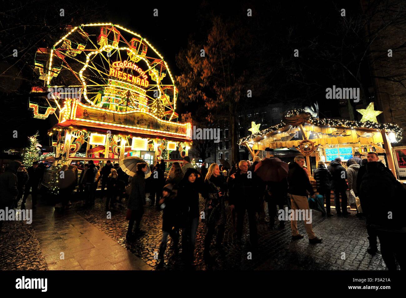 Bielefelder Weihnachtsmarkt.Bielefeld Deutschland Rummel Mit Riesenrad Auf Dem