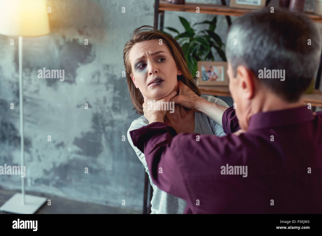 Opfer der Aggression Gefühl sehr erschrocken Stockbild