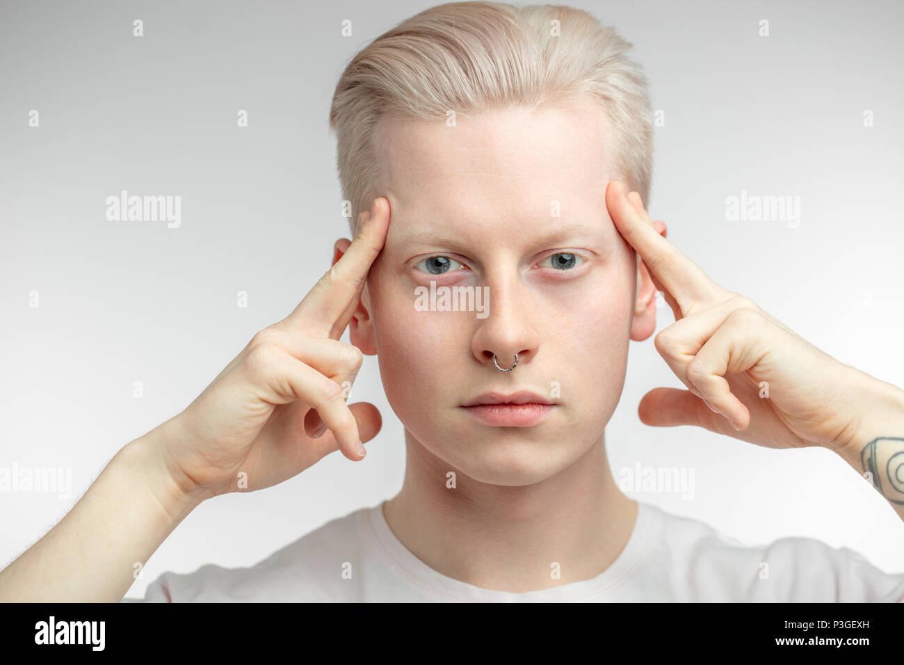 Konzentration und Ruhe blonden Mann. Stockbild