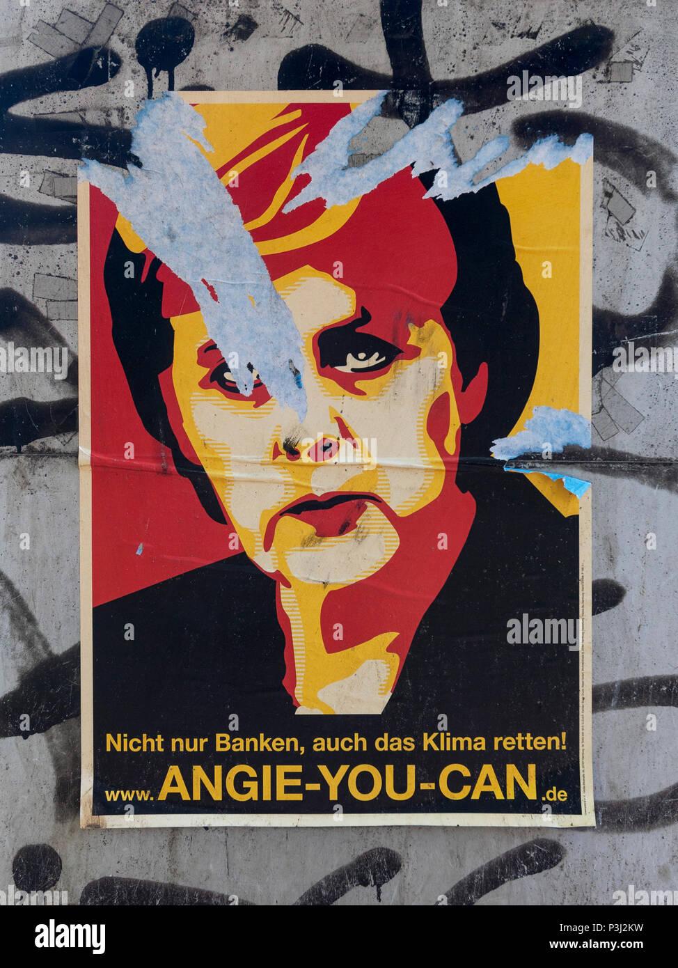 Berlin. Deutschland. Graphic Arts Poster Portrait von Bundeskanzlerin Angela Merkel mit dem Slogan 'Angie Sie können'. Stockbild