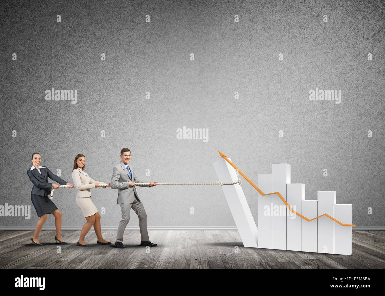 Businessteam in Zusammenarbeit ziehen Graph mit einem Seil als Symbol von macht und Kontrolle Stockbild
