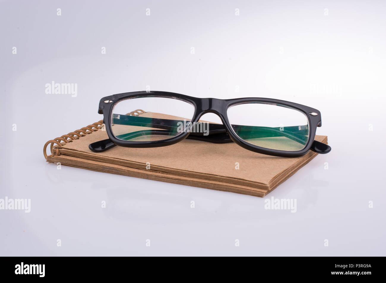 Ziemlich Schwarz Gerahmte Brille Galerie - Benutzerdefinierte ...