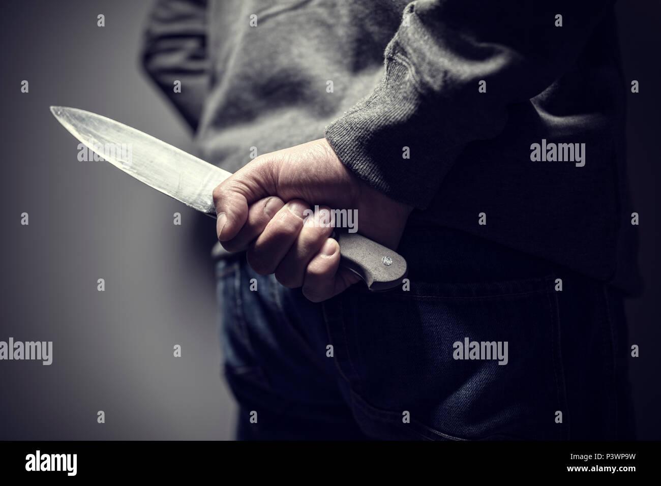 Kriminelle Mit Messer Waffe Hinter Seinem Rucken Versteckt Stockfoto