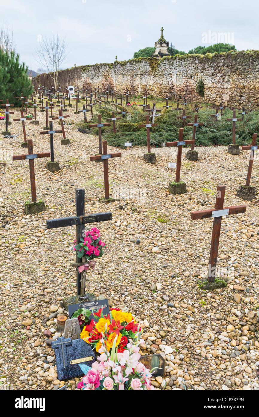 Cadillac, Girond, Nouvelle-Aquitaine, Frankreich. Friedhof der Vergessenen manchmal bekannt als Friedhof der Wahnsinn. (Cimetière des Oubliés. Saint-florent-le-Vieil Stockbild