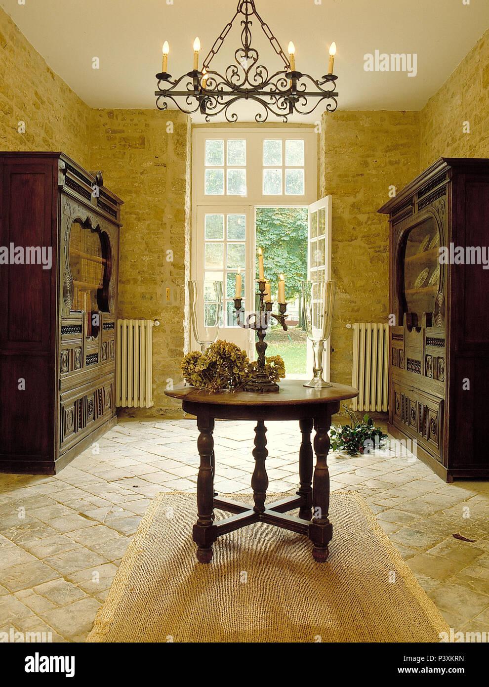 Sisal Teppich Auf Stein Fliesen Im Franzosischen Landhausstil