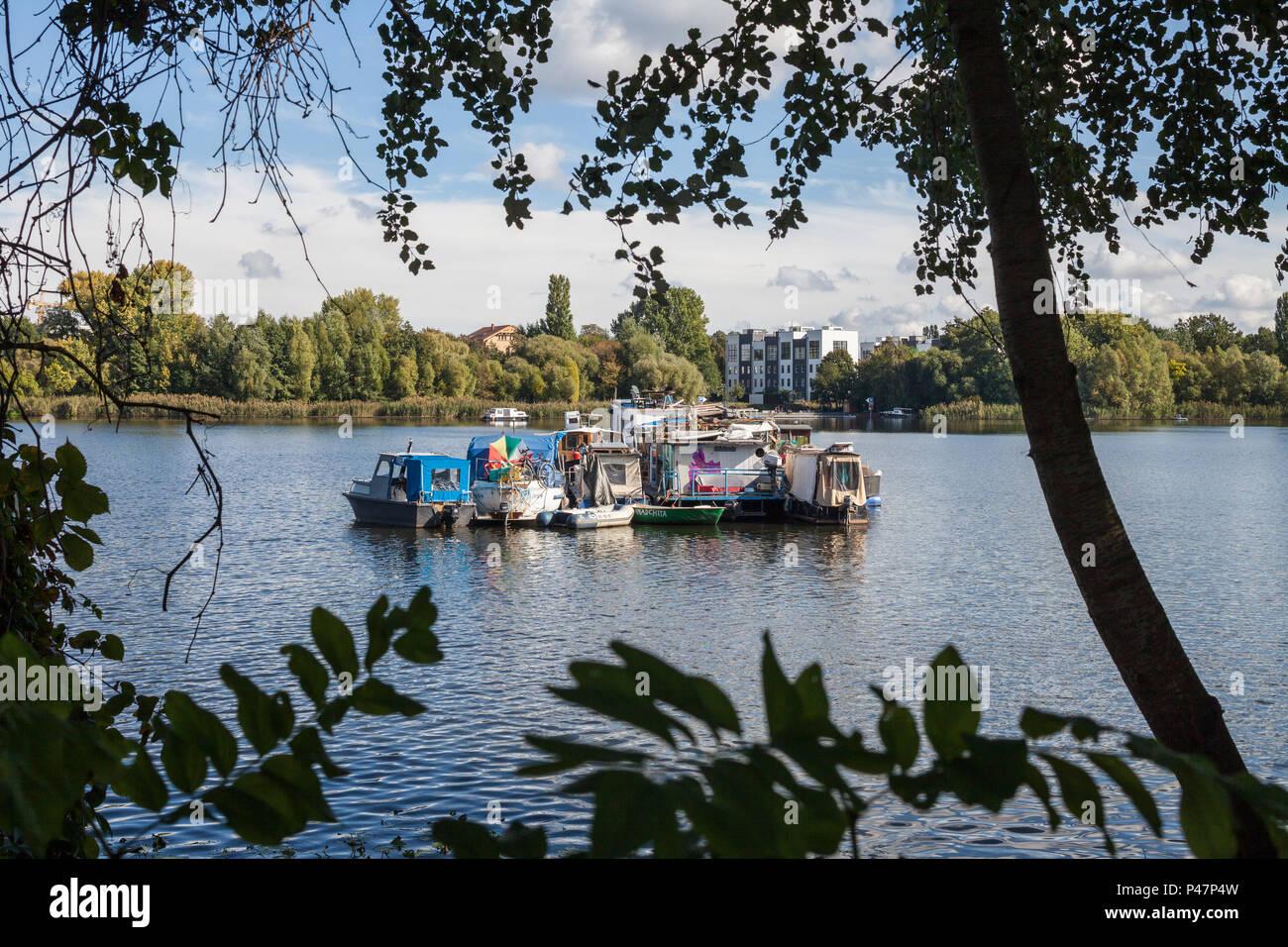 Berlin, Deutschland, Verband der alternative Gehäuse Schiffe in der Rummelsburger Bucht Stockbild