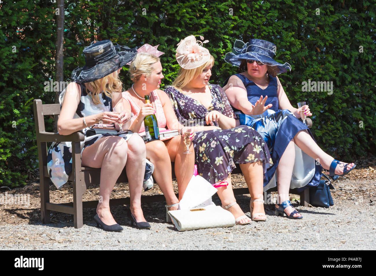 661d5a75cd1 Mode Am Damentag Royal Ascot Stockfotos   Mode Am Damentag Royal ...
