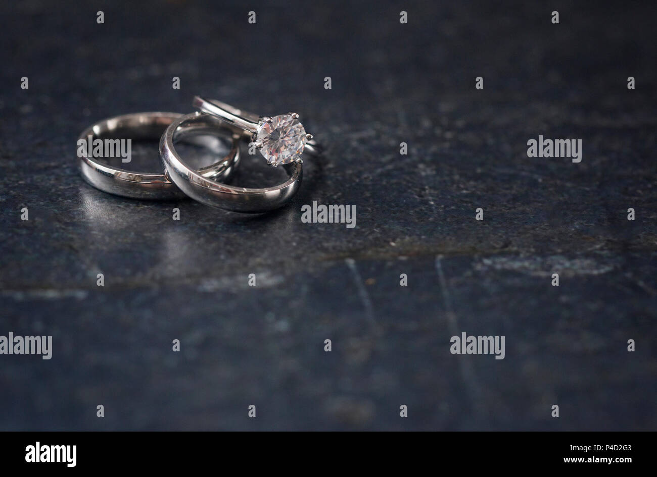 Satz Silberne Hochzeit Ringe Mit Raum Fur Text Stockfoto Bild