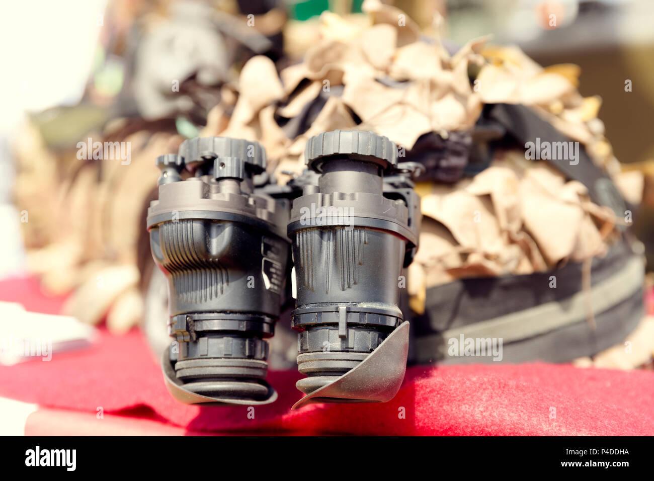Binokulares nachtsichtgerät. militär armee ausrüstung stockfoto