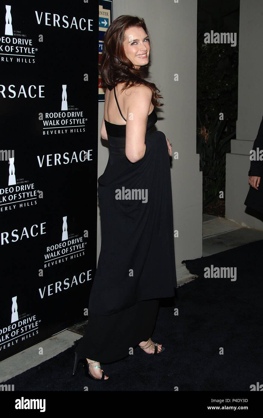 Versace Black Dress Stockfotos & Versace Black Dress Bilder - Alamy
