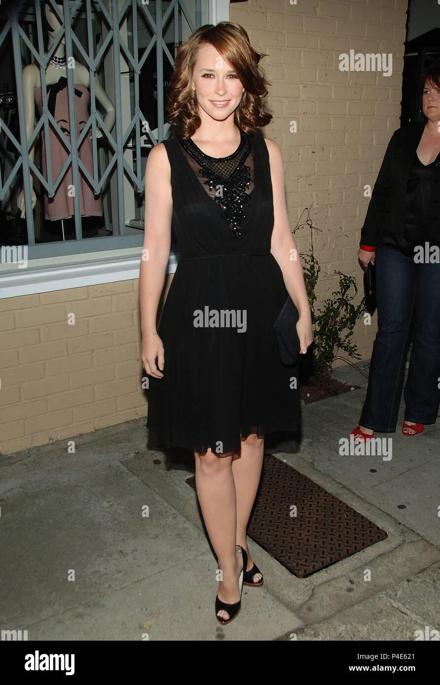5f7ca01a7de Jennifer Love Hewitt Ankunft auf dem Hanes Comfortique am Melrose Place in  Los Angeles. in