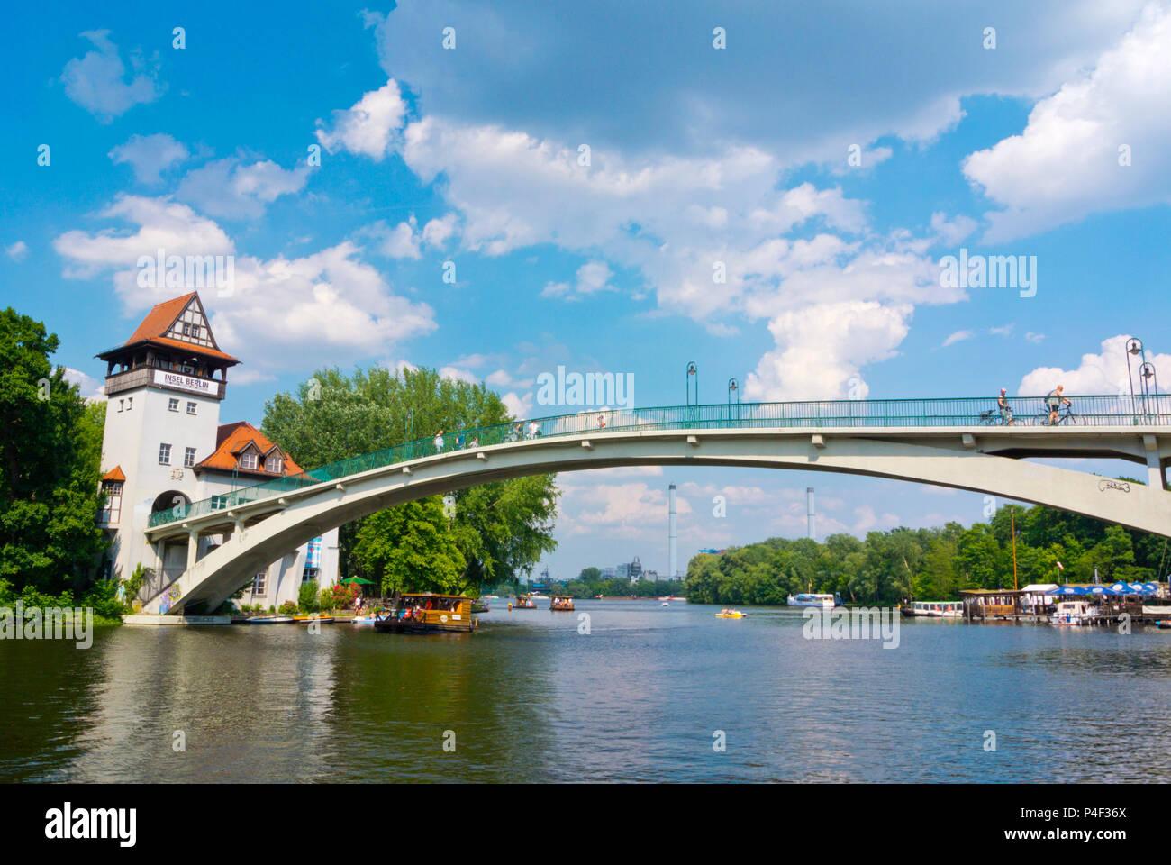 Brücke zur Insel der Jugend, Treptower Park, Alt-Treptow, Berlin, Deutschland Stockbild
