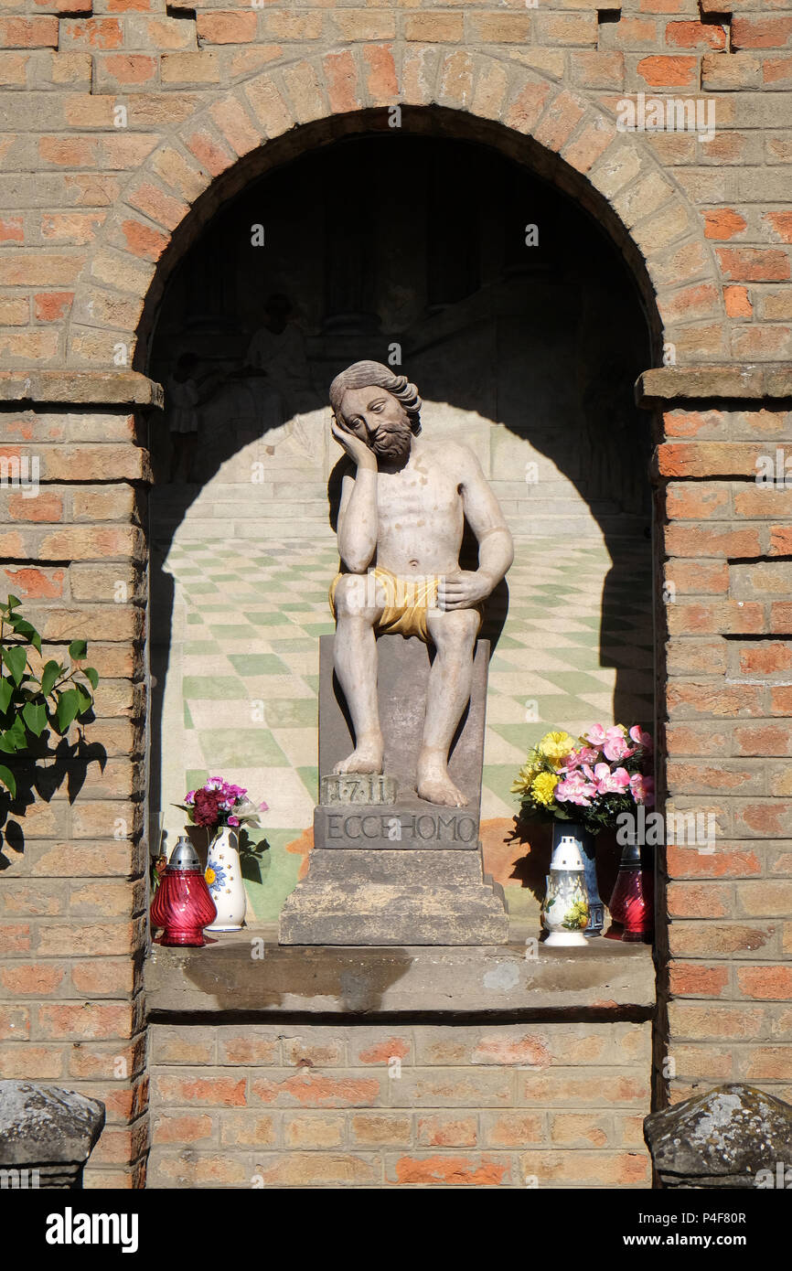 Katholische Bildstock mit Statue von Jesus am Karfreitag in Scitarjevo, Kroatien Stockbild