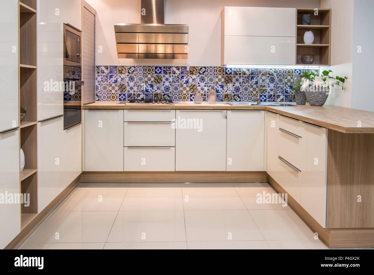 Gemütliche, Moderne Küche Interieur Mit Möbeln In Hellen Tönen